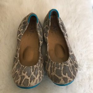 AT Collection flat Animal print size 8